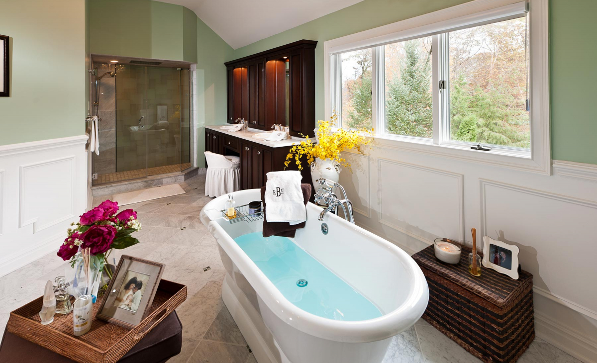 <h2>MASTER BATHROOMS</h2><p>Large shower spa feel, soothing bath space, two sinks, heated floors and great colors. Complete master renovation.</p>