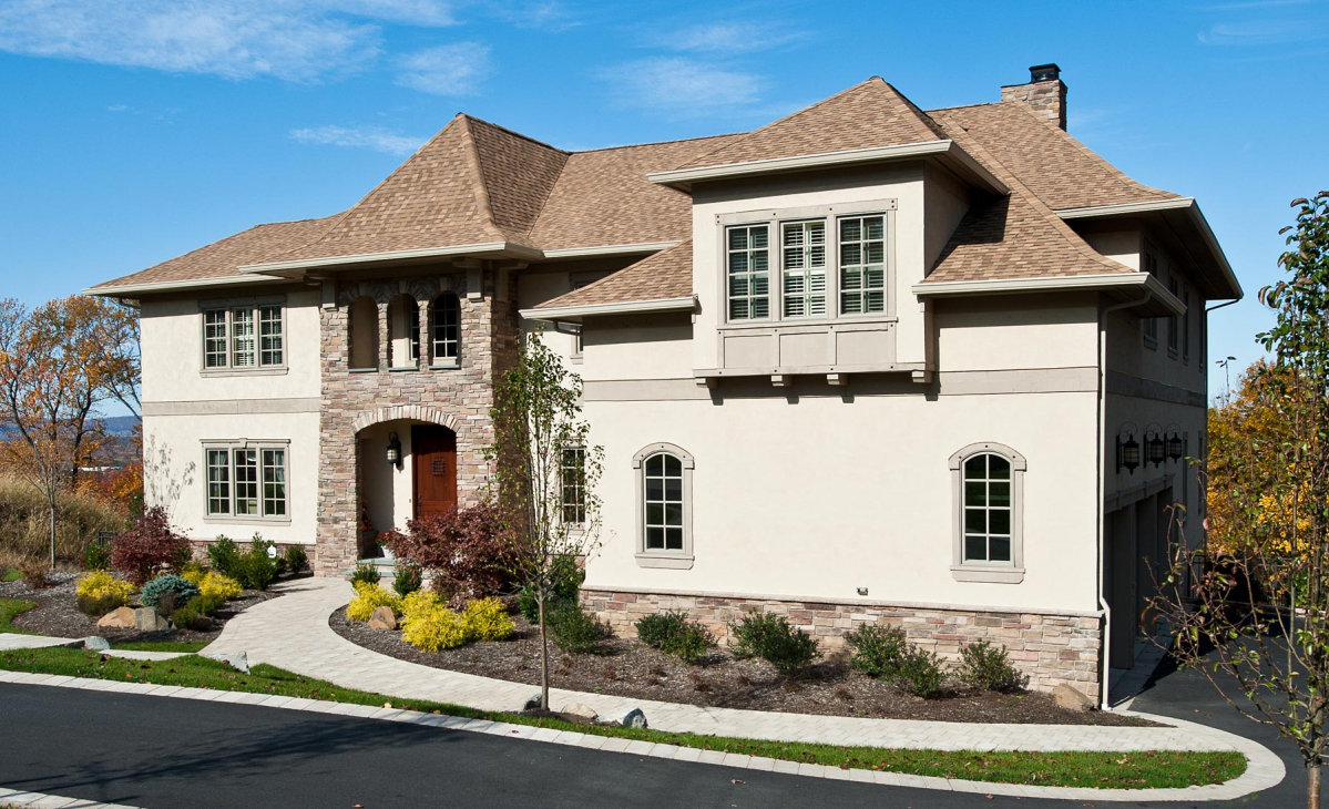 <h2>CUSTOM HOMES</h2><p>Four bedrooms, 4.5 baths, extra large rooms, custom home built to our clients needs.</p>
